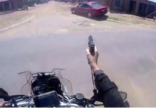 ВИДЕОнарезка полицейских погонь на мотоциклах в Бразилии!