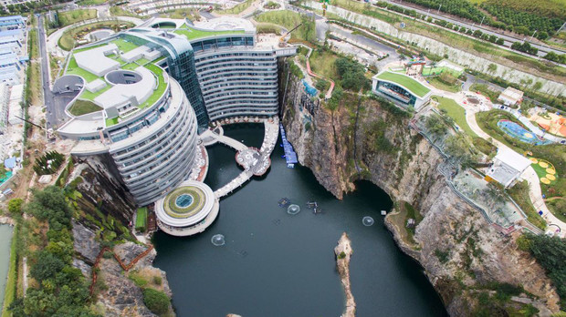 Фото №1 - Первый «подземный» отель открылся в Китае (фото)