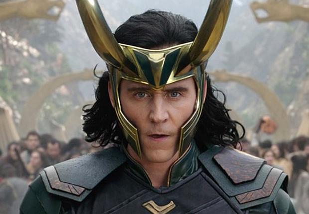 Фото №1 - Marvel показали первый кадр из нового сериала про Локи с Томом Хиддлстоном