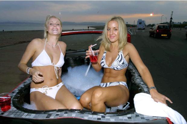 Автоджакузи блондинки - MAXIM