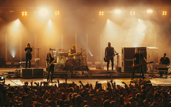 Фото №6 - Лечение роком. Что вытворяют на своих концертах культовые британцы Placebo