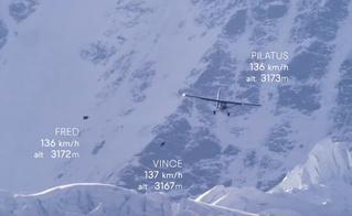 Экстремалы не выпрыгнули из самолёта, а залетели в него (ВИДЕО)