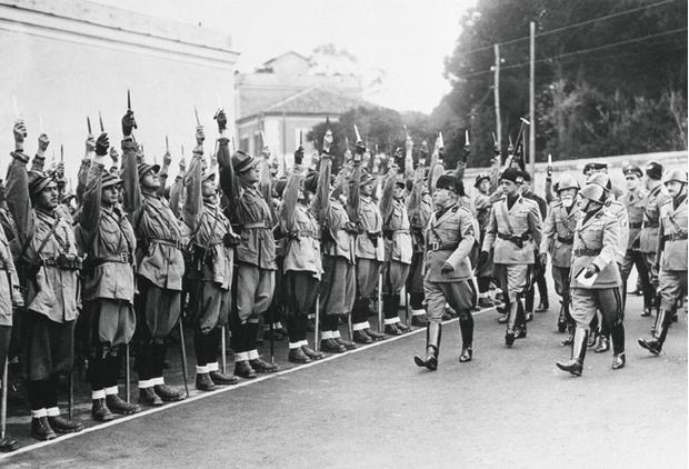 Муссолини  инспектирует своих  чернорубашечников. Рим, 5 ноября  1936года