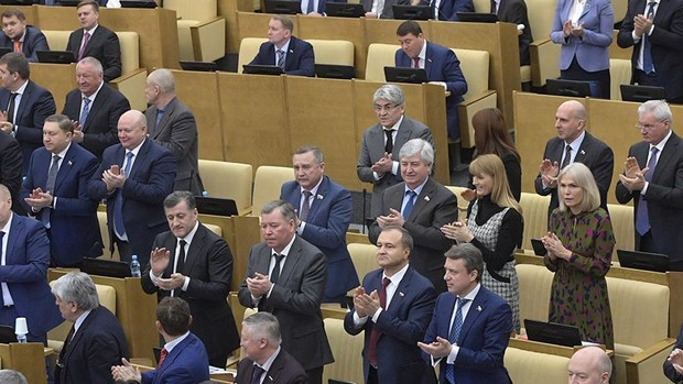 Фото №1 - Владимир Путин предложил смягчить статью, по которой сажают за записи в социальных сетях