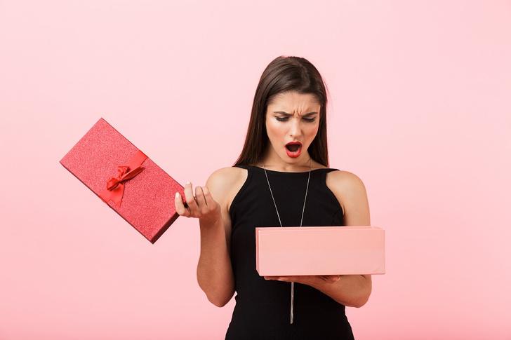 Фото №2 - Что будет, если ошибиться с подарком для женщины на 8 Марта? (Спойлер: ничего хорошего)
