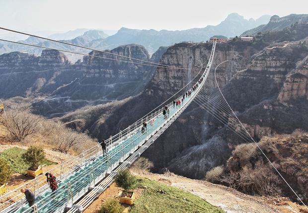 Фото №1 - Идея для отпуска: самый длинный подвесной мост в Хэбэе, Китай