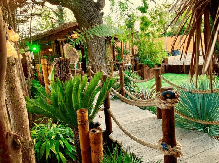 Фото №2 - Британский строитель долго не мог позволить себе отпуск, поэтому создал настоящий тропический рай в собственном саду (фото)