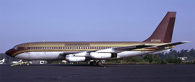 Фото №29 - 25 самолетов и автобусов рок-звезд