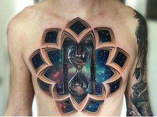 Мастер делает татуировки, напоминающие оптические иллюзии