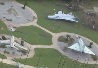 Ураган «разбомбил» американскую военную авиабазу (видео)