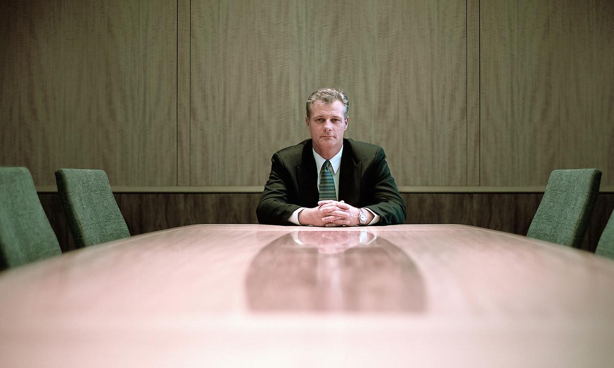 Русская начальница и подчиненный в офисе 4 фотография