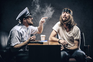 Как вести себя во время полицейского рейда в клубе