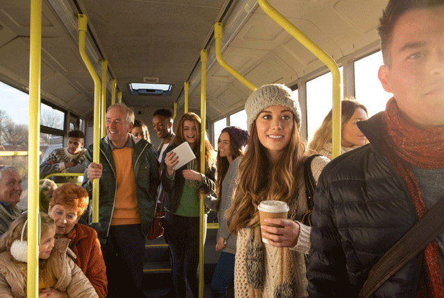 Фото №1 - Ездить на работу на общественном транспорте полезнее, чем на автомобиле, считают ученые