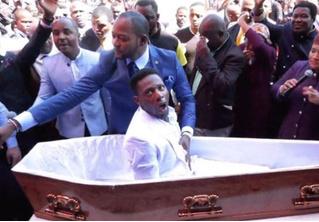 Пастора из ЮАР собираются судить за фейковое воскрешение из мертвых
