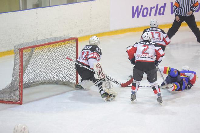 Фото №2 - Состоялся IV ежегодный хоккейный турнир на кубок журнала MAXIM