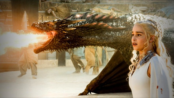 Дайнерис с драконом из Игры престолов