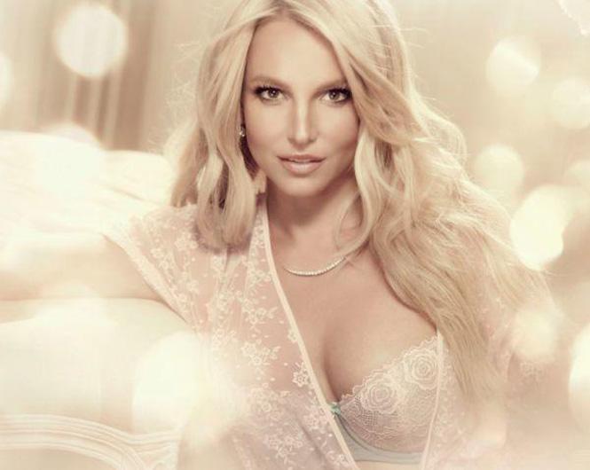 Бритни Спирс в рекламе нижнего белья