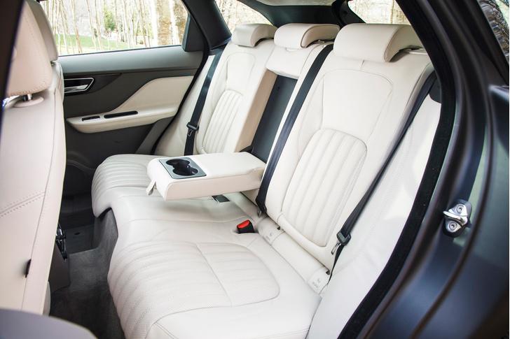 Фото №28 - Jaguar F-Pace: кроссовер как предчувствие
