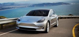 Tesla анонсировала автопилот и сервис автономного такси
