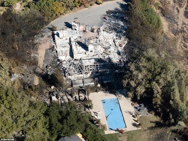 Фото №2 - Калифорнийские пожары сожгли дома звезд, но оставили невредимым особняк Энтони Хопкинса