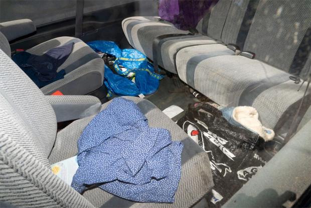 Фото №3 - Британец устроил ДТП, потому что не смог добраться до ручника из-за мусора в салоне (отвратительные фото)