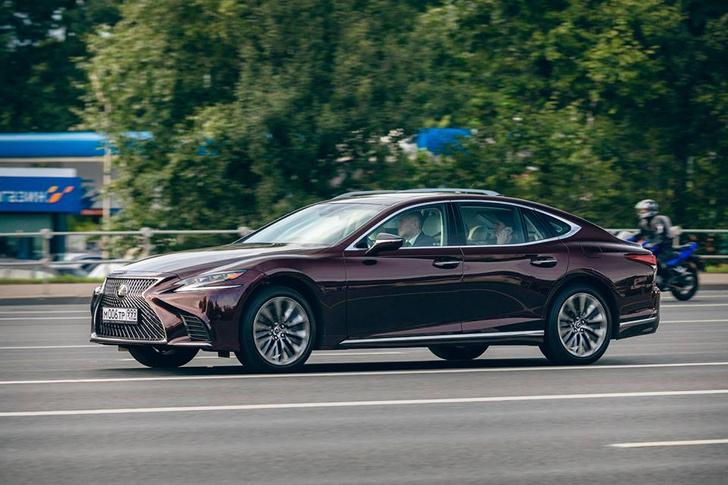 Фото №2 - Флагманские модели Lexus снимаются в кино