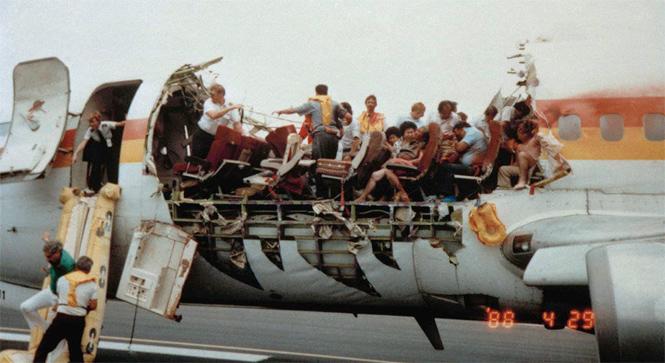 Фото №1 - 10 самых невероятных авиакатастроф в истории