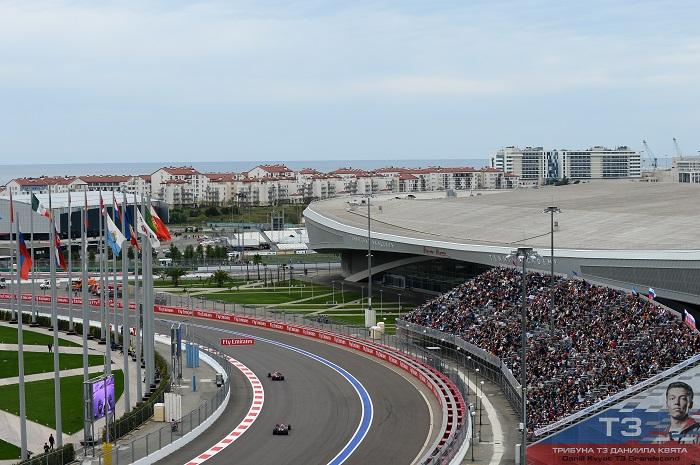Фото №2 - Окажись быстрее болида и выиграй билет на Формулу 1 в Сочи 2016