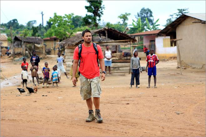 Фото №7 - Фотоистория о том, как разорившиеся агенты по недвижимости отправились в Африку охотиться за золотом