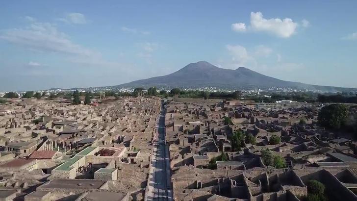 Фото №1 - Невероятное ВИДЕО с раскопок города Помпеи
