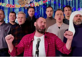 «Тяжелый год»: новогодняя песня от Семена Слепакова