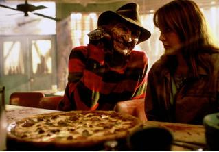 Жуть! Девушка заказала пиццу, а ей принесли еще и свидетельство о смерти!