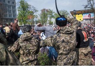 Казаков, которые избивали людей на акции «Он нам не царь», выпороли нагайками