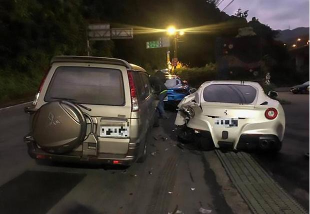 Фото №1 - Курьер прикорнул за рулем и протаранил сразу несколько «Феррари» (душераздирающие фото)