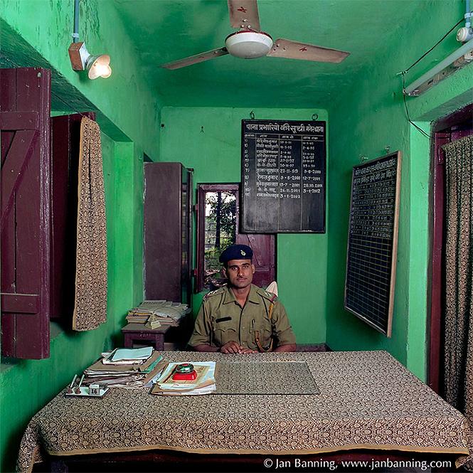 Фото №6 - Как выглядят кабинеты чиновников и служащих в разных странах