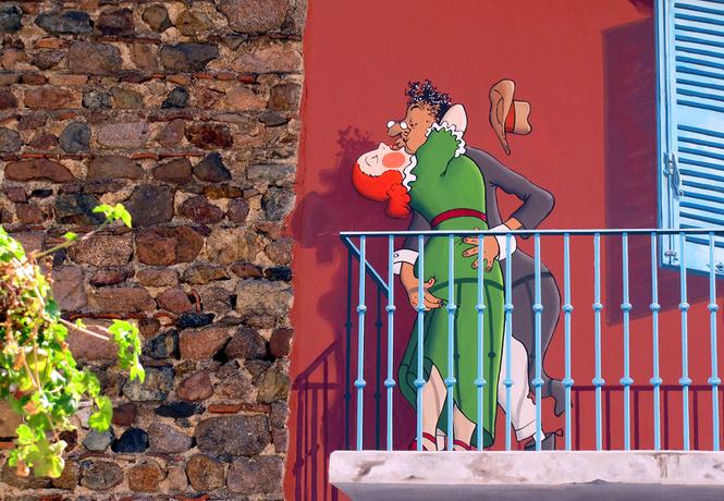 Клошмерль на улице вязов: граффити Патрика Коммеси