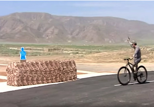 Президент Туркменистана едет на велосипеде и метко поражает мишени (видео)