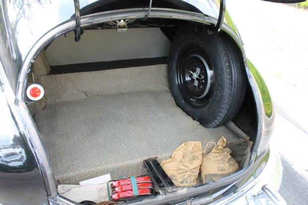 Фото №6 - Для чего у некоторых автомобилей есть фонари в багажнике?