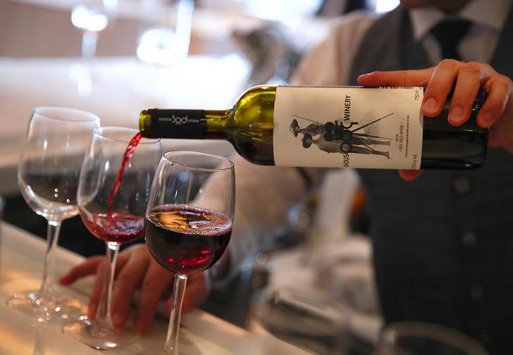 Фото №1 - Минздрав поддержал идею убрать алкоголь с витрин или вообще продавать его только в специальных местах