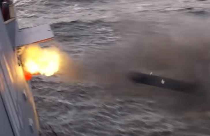 Фото №1 - Торпедная дуэль российских боевых кораблей (эпичное видео)