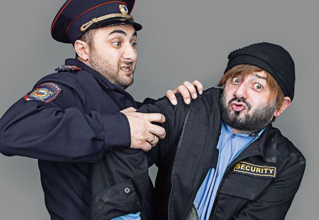 Фото №1 - Как правильно вести себя с полицейским, если он...