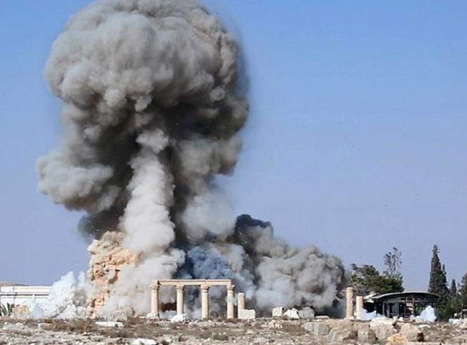 Боевики ИГИЛ уничтожают древний храм в Пальмире