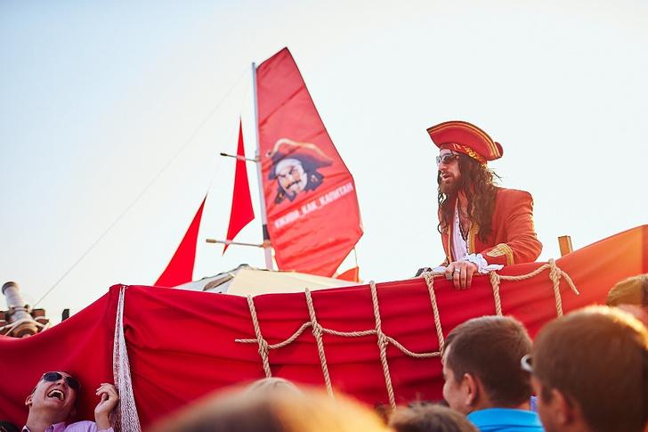 Фото №1 - Бармены и барберы: как прошла выставка FACES & LACES 2018 на Captain Boat
