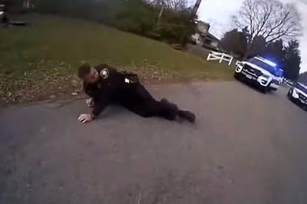 Фото №1 - Американский полицейский, целясь в подозреваемого, обезвредил напарника (ВИДЕО)