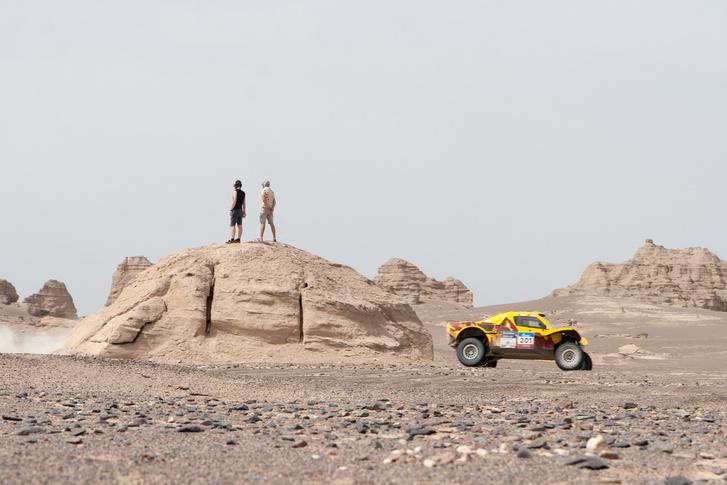 Фото №13 - В пекло и обратно: пытаемся проверить, что умеет Toyota Land Cruiser