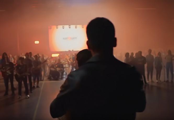 Фото №1 - Самое массовое исполнение песни Виктора Цоя — рекордный флешмоб в Москве