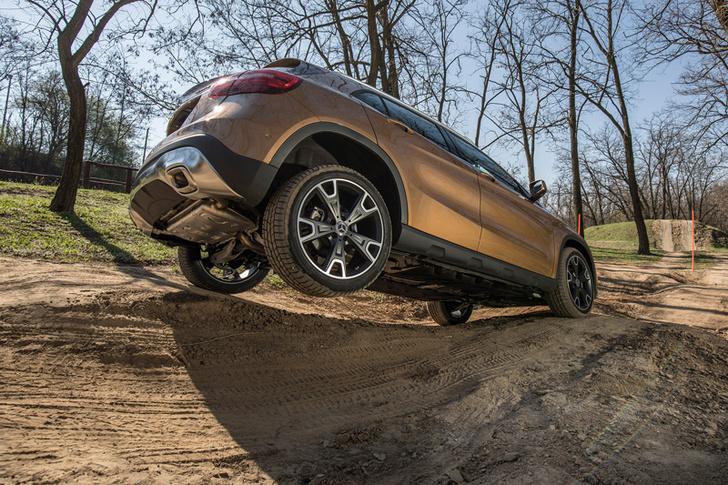 Фото №10 - Лезем на Mercedes GLA туда, куда нельзя