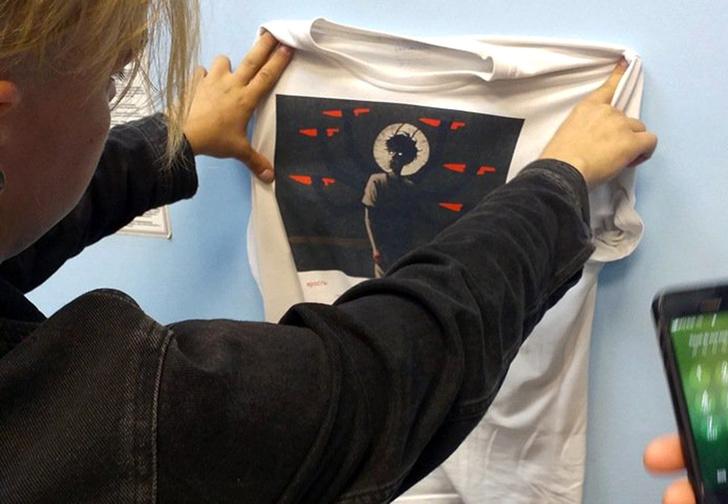Фото №1 - В Новосибирске православные активисты оскорбились из-за футболки с аниме