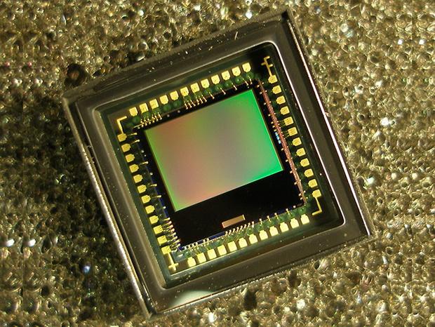 Фото №2 - Американцы создали микрокамеру, которая работает без источника тока!
