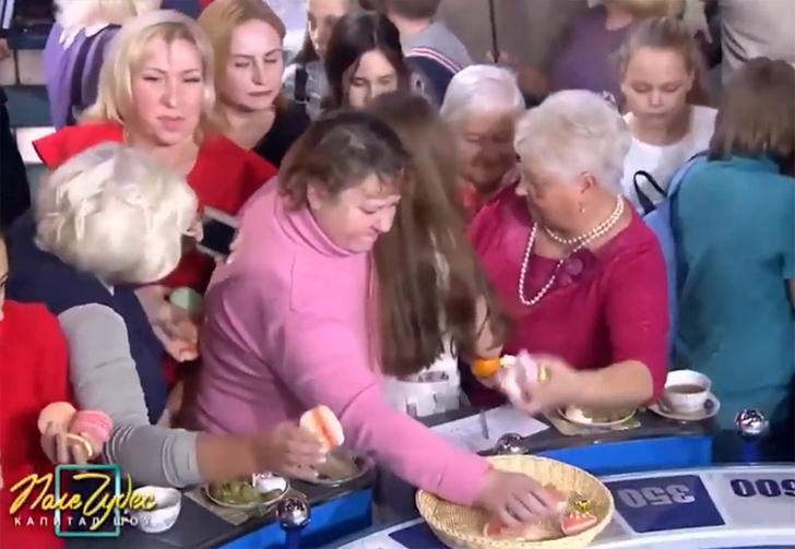 Фото №1 - Что делают с едой после съемок капитал-шоу «Поле чудес» (странное видео)